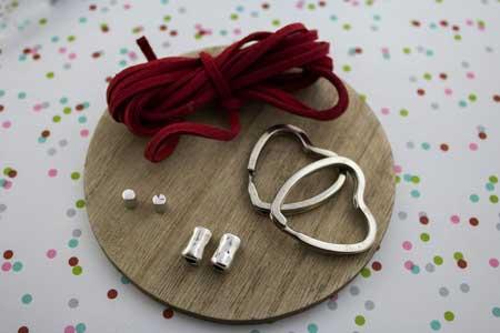 llavero-dúo-parejas-san-valentin-la-fermina-abalorios-zamak-plata-bisuteria-materiales-corazon